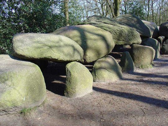 Hunebed D27 bij Borger, het grootste hunebed van Nederland