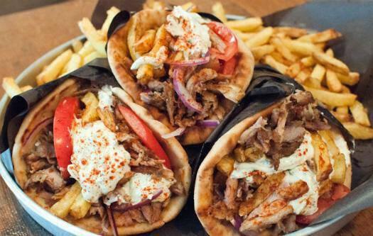 Αλλάζουν τιμές φαγητά fast – food: Πόσο κοστίζουν πίτσα, γύρος και σουβλάκια