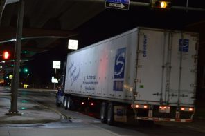 Semi on Central E Freeway