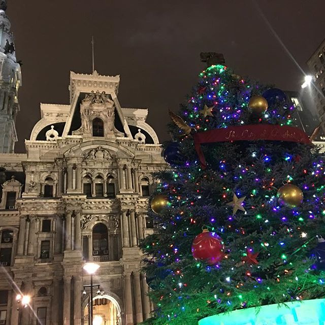 Christmas tree and city hall in Philly #travelmattic