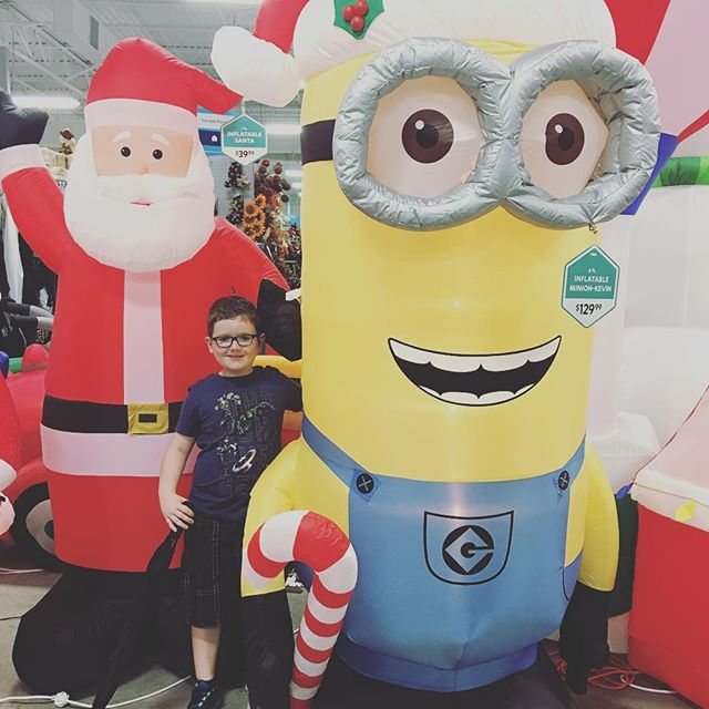 Got a picture of Hero with a minion and Santa. 🎅☃️