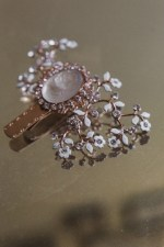 HERITAGE CAMEO WEDDING DRESS CLIP