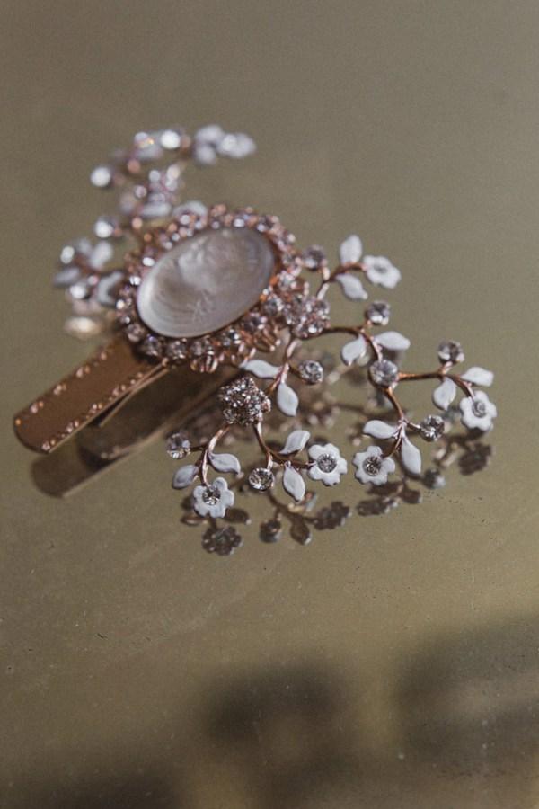 HERITAGE CAMEO WEDDING DRESS CLIP