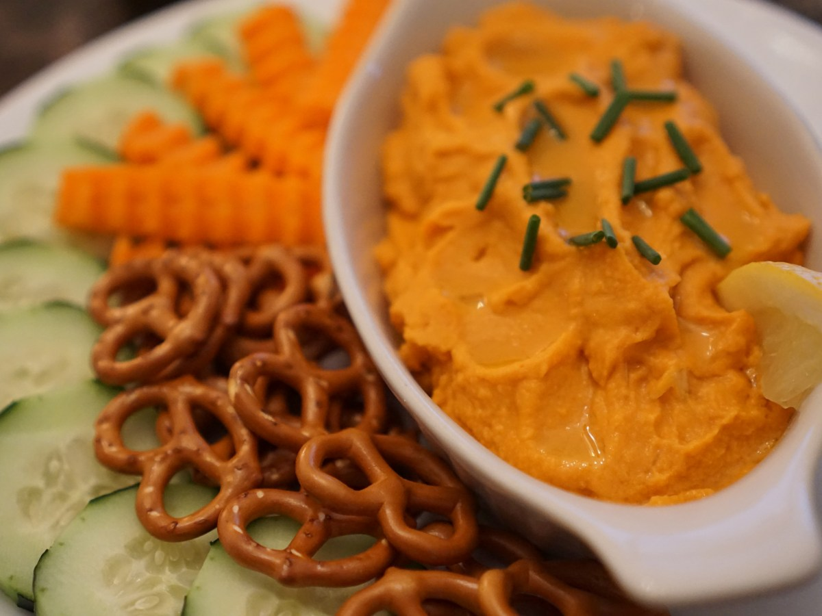 Roasted Red Pepper Hummus © 2018 ericarobbin.com   All rights reserved.