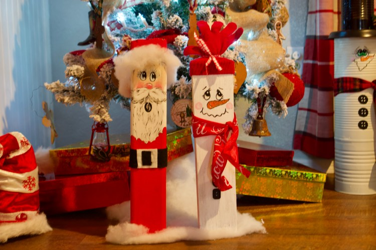 Wooden Christmas Characters © 2018 ericarobbin.com   All rights reserved.