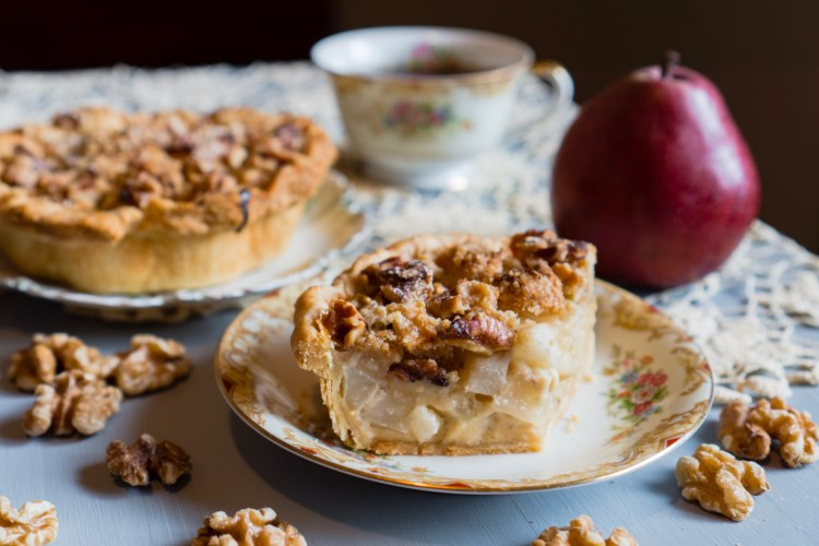 Sour Cream Pear Pie © 2019 ericarobbin.com   All rights reserved.