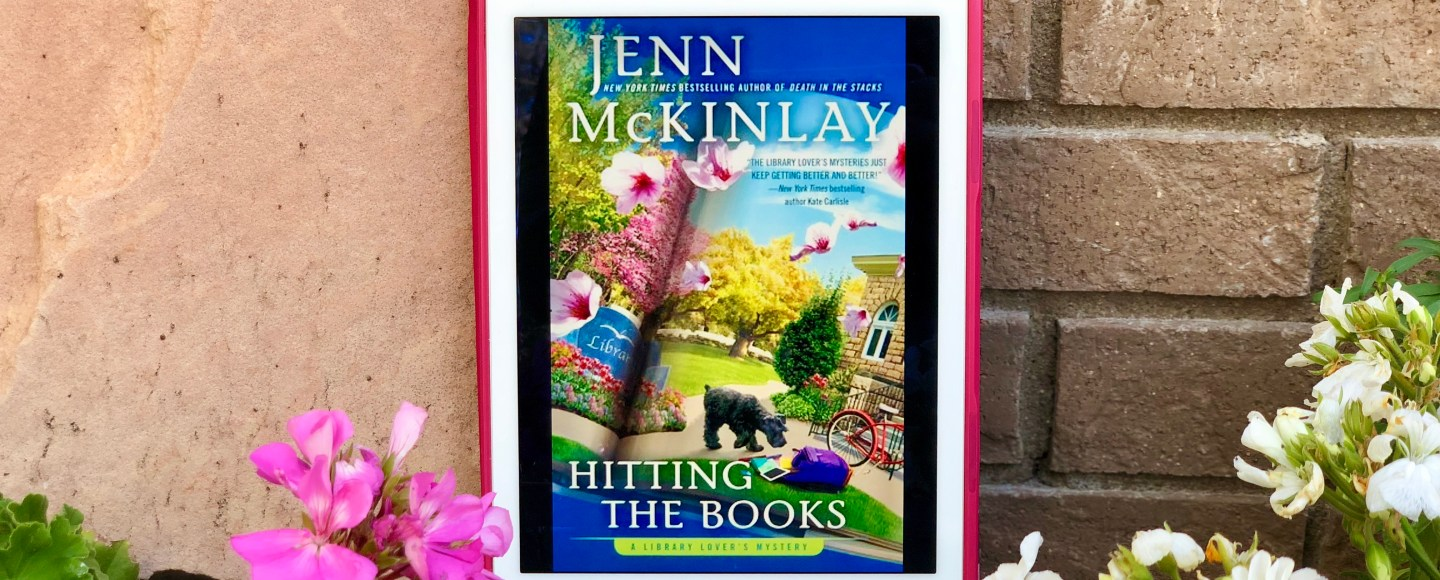 Hitting the Books by Jenn McKinlay © 2019 ericarobbin.com | All rights reserved.