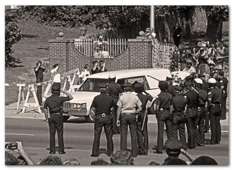 Elvis Funeral-Graceland Gates