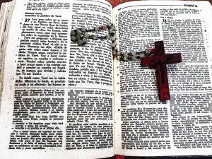 rosario y biblia