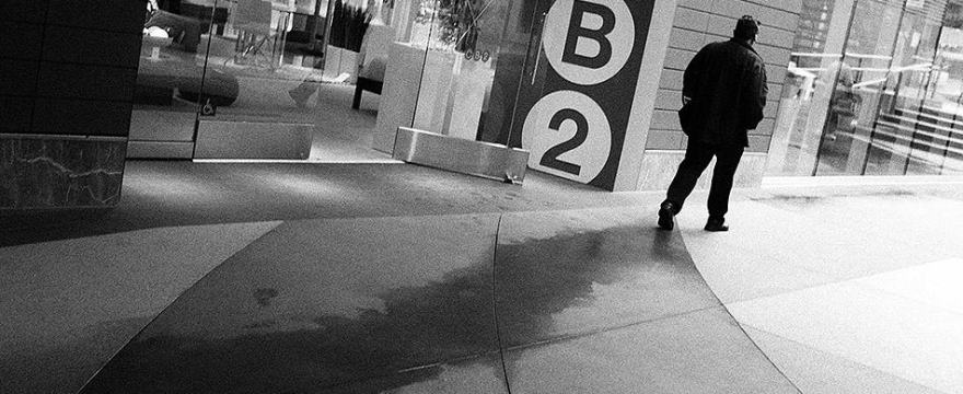 3 Ways How Being Injured Helped me Become a Better Street Photographer