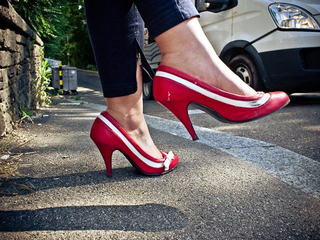6 Tips How to Shoot Street Photographs of People's Shoes (that don't stink)
