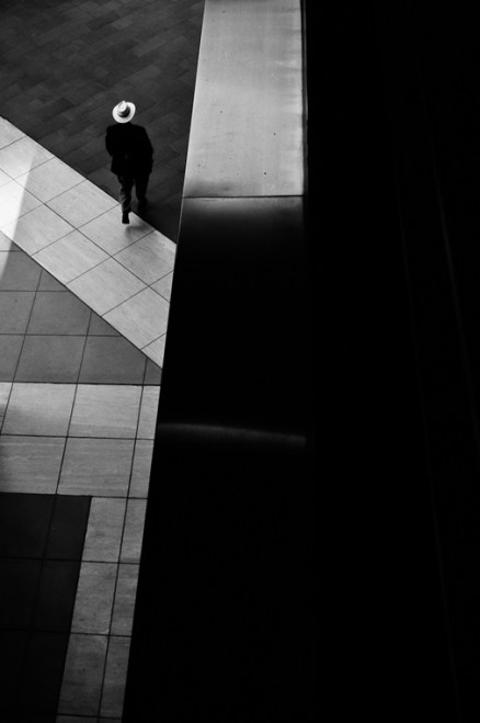 """The Top 20 """"Decisive Moment"""" Street Photography Contest Finalists"""