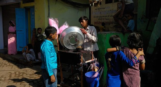 """Suburbia"" – Capturing the Colorful Layers of Mumbai, India by Manu Thomas"