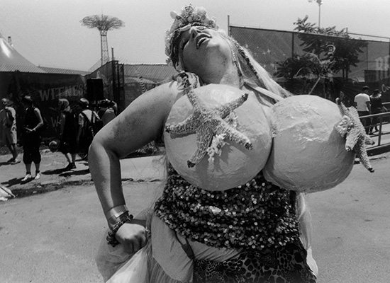 Happy Mermaid, Coney Island, 2010 © Harvey Stein