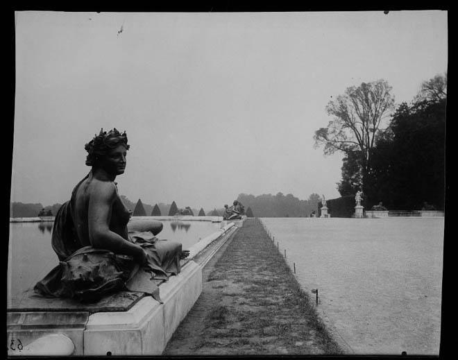 Versailles - (coin de parc)