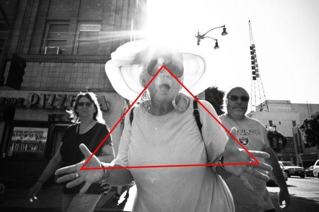 eric-kim-street-photography-hollywood-jazz-hands-triangle-composition