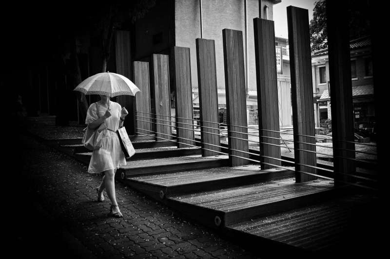 eric-kim-street-photography-black-and-white-1-seoul-2009