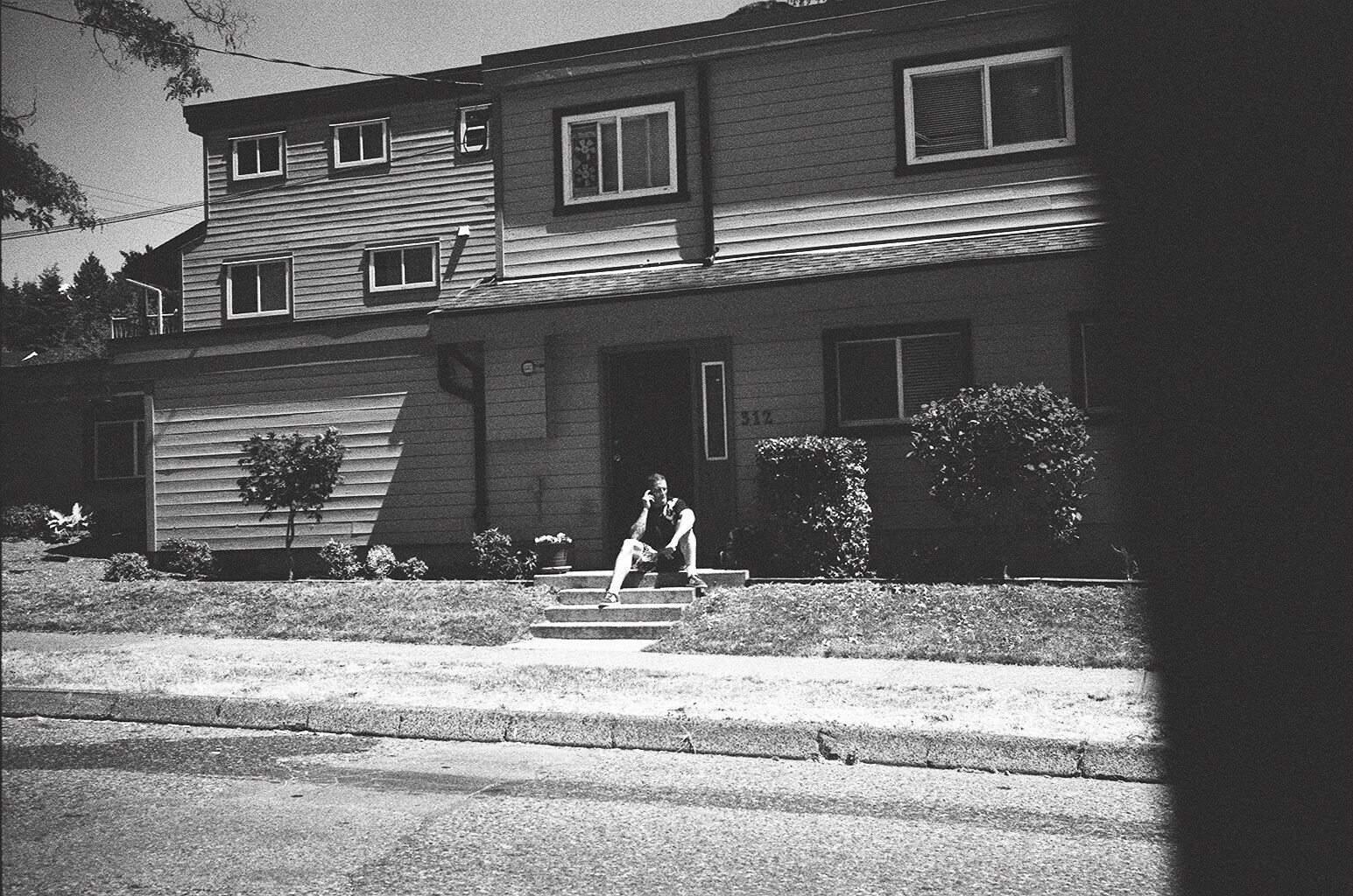 eric-kim-street-photography-europe-2015-trix1600-leica-35mm-black-and-white-1154