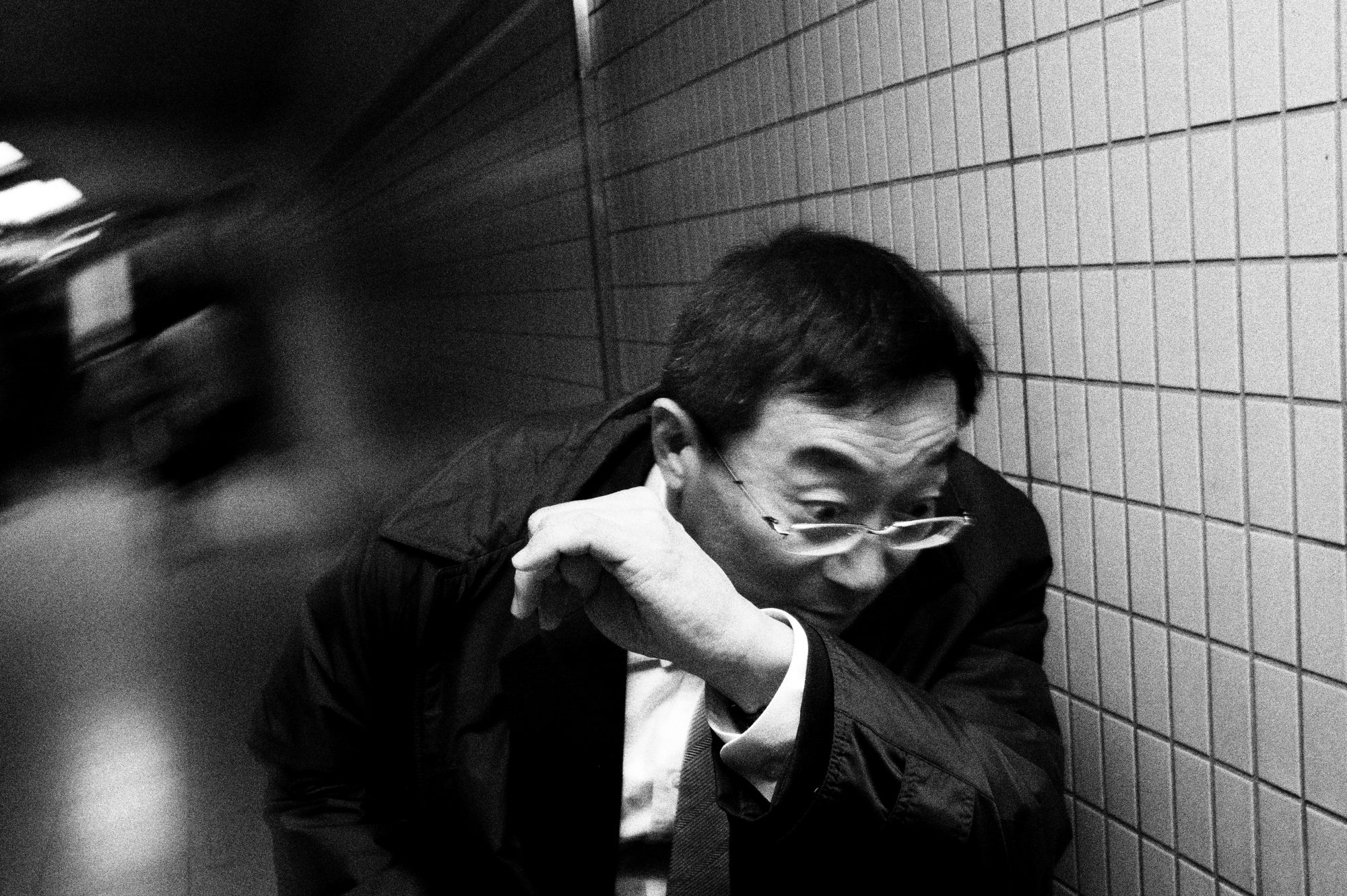eric-kim-street-photography-flash-2012-dark-skies-over-tokyo