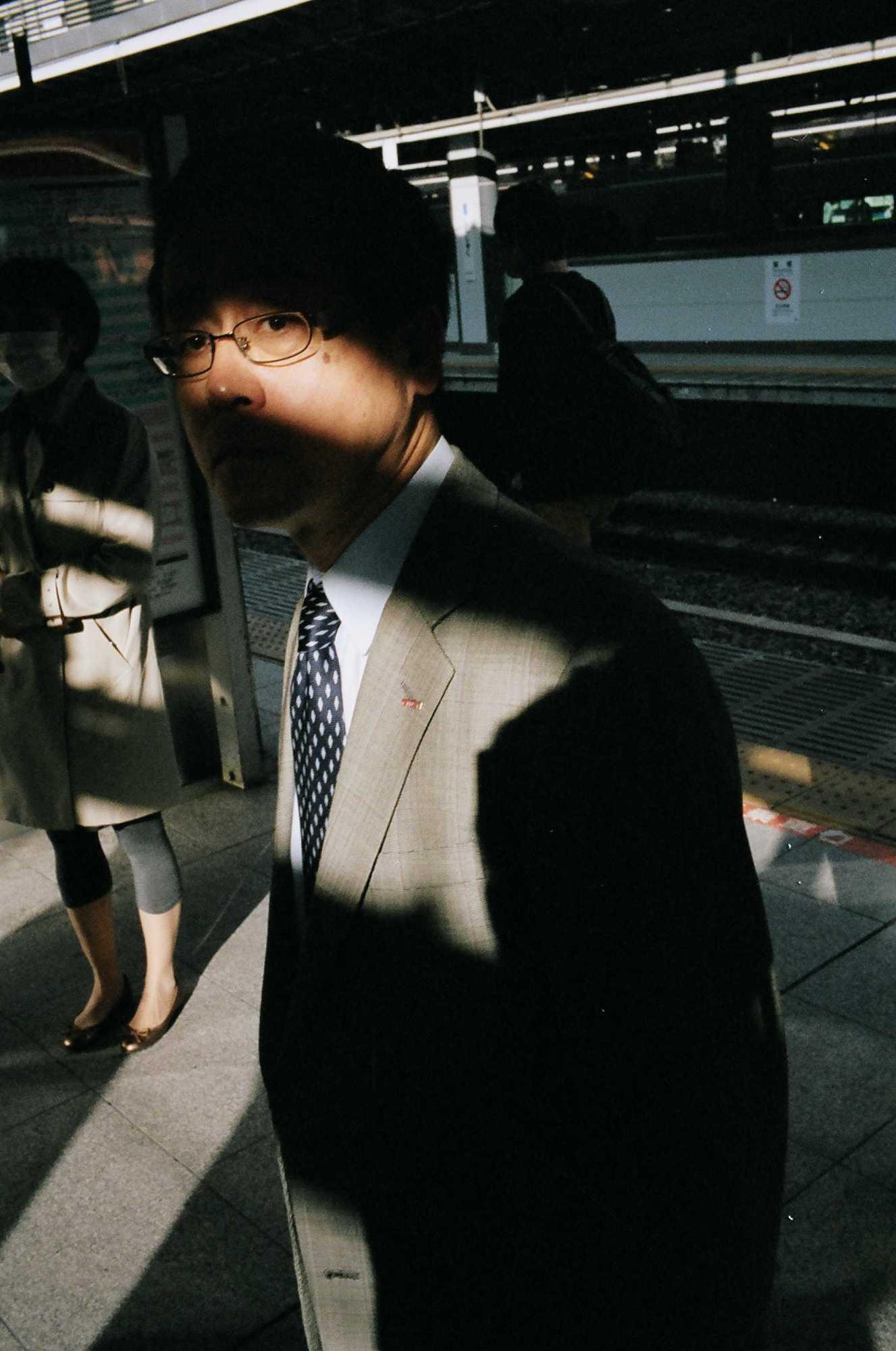 eric-kim-street-photography-suits-project-kodak-portra-400-film-18