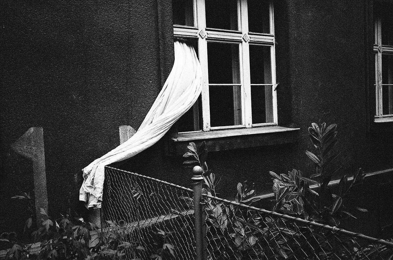 prague-2015-trix-1600-film-window-curtain-eric-kim-street-photograpy-black-and-white-monochrome-15
