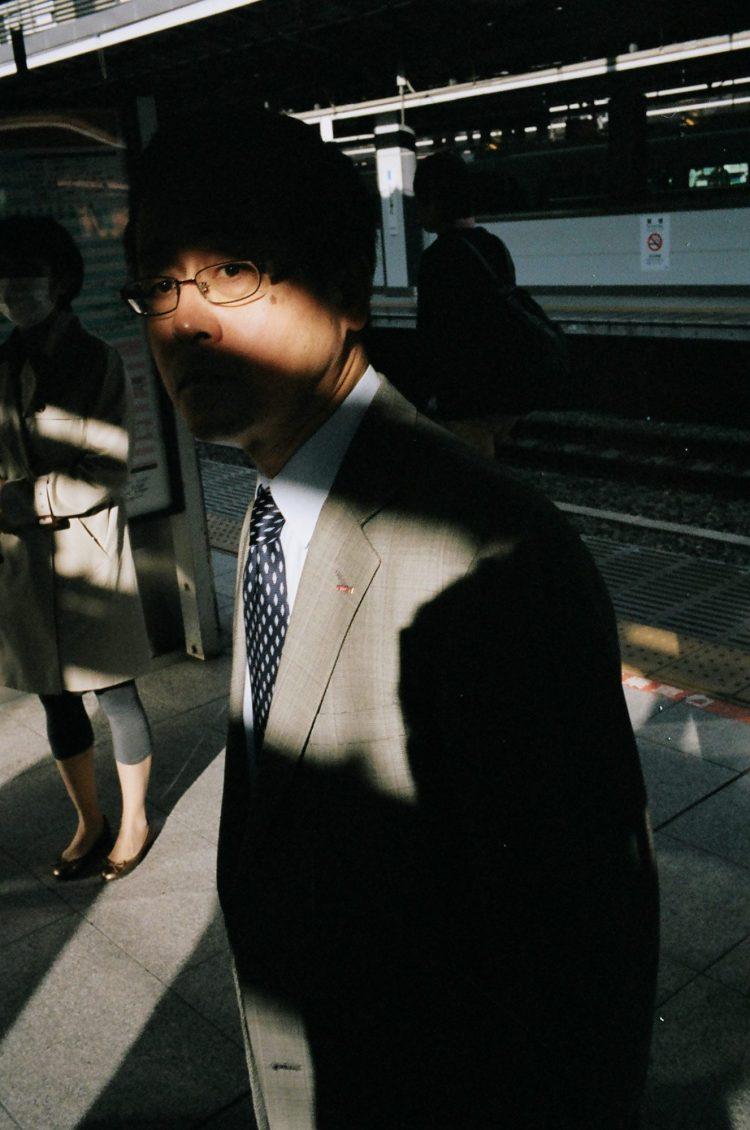 eric-kim-street-photography-suits-color-kodak-portra-400-13