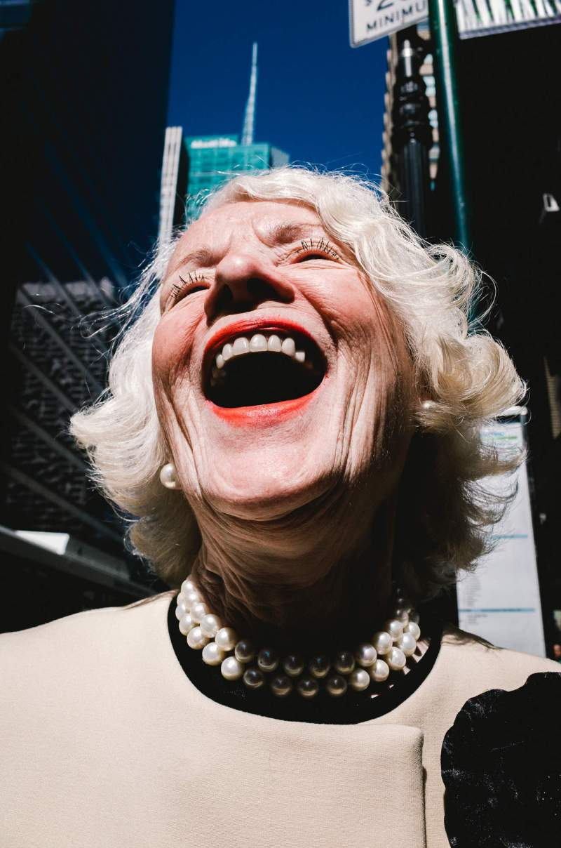 0-laughing-lady