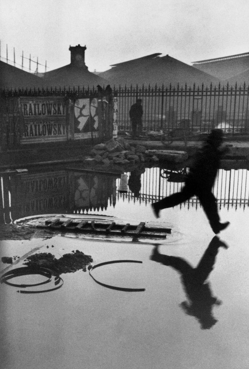 08_henri-cartier-bresson gare saint lazare jump 1932