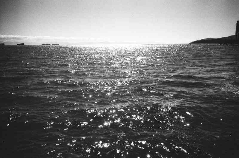 eric kim photography sea black and white trix1600 film