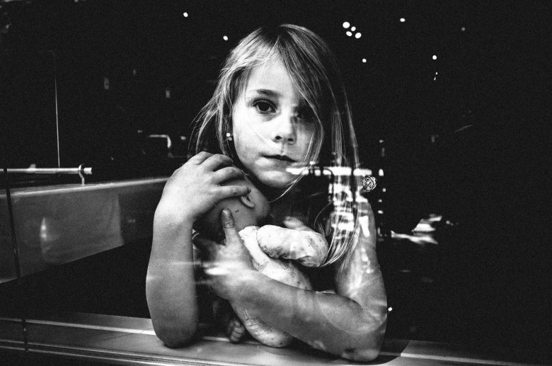 amsterdam-2015-ricohgr-doll-girl-eric kim street photograpy - black and white - Monochrome-14
