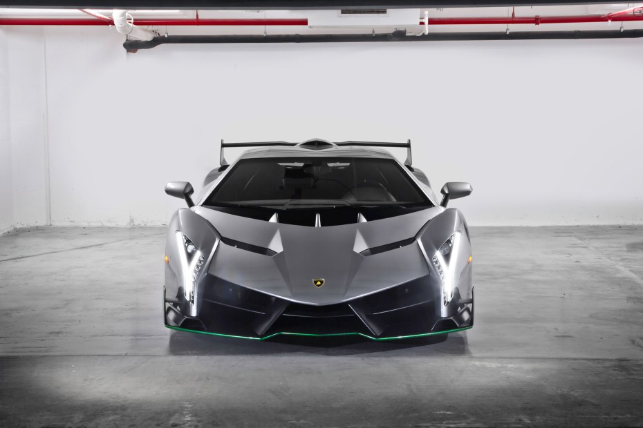 Lamborghini-Veneno-front-end