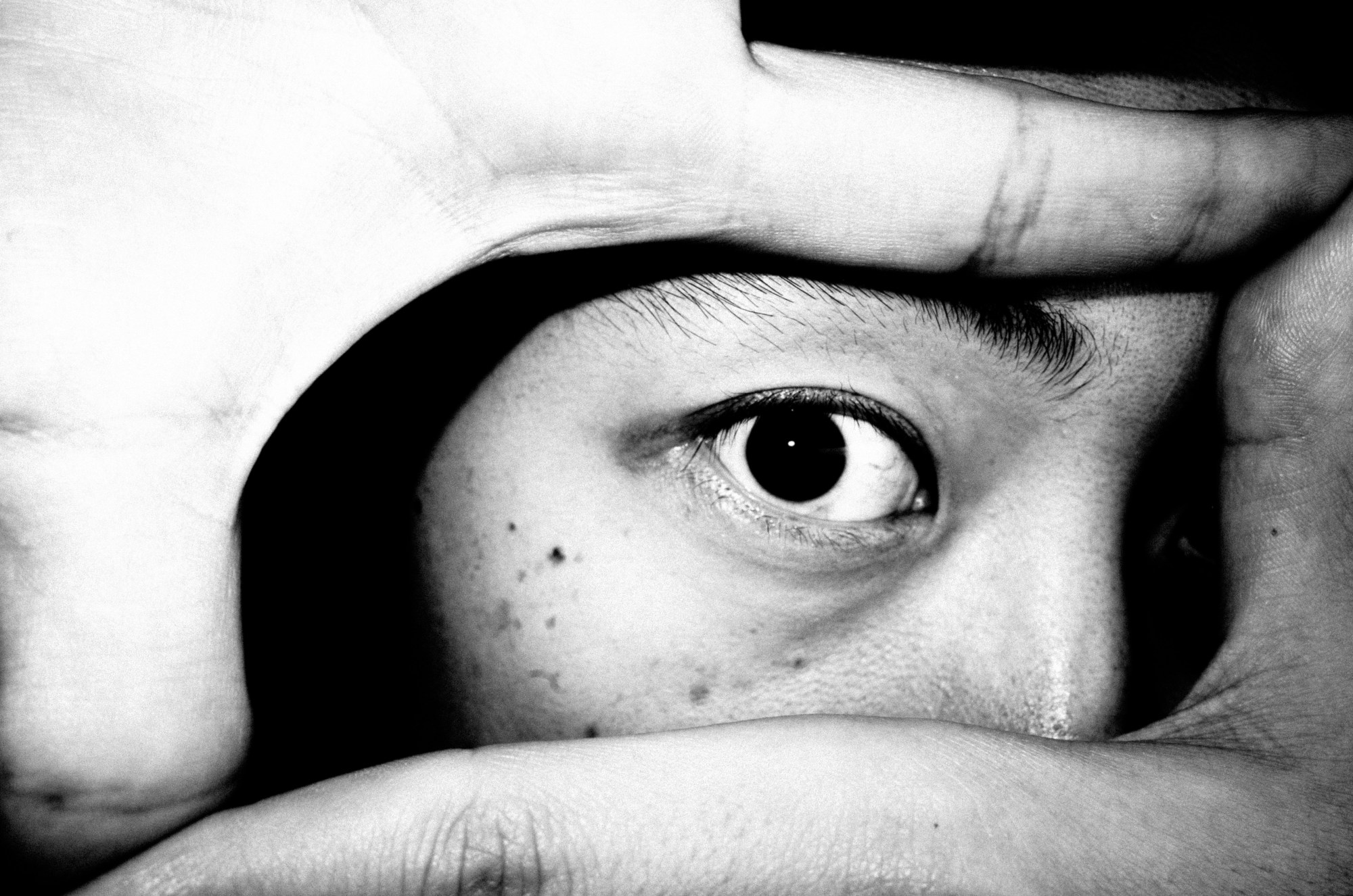 eric-kim-black-and-white-street-photography-hanoi-0012086-EYE-ERIC