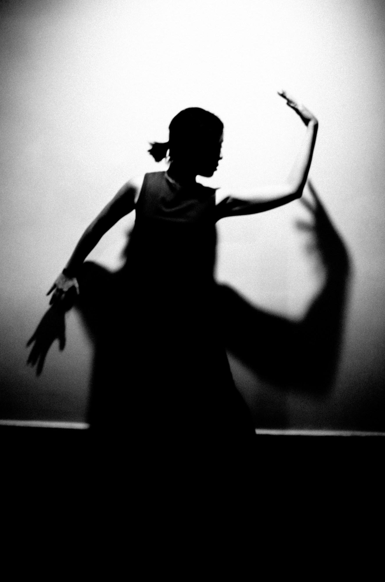 Cindy silhouette and curved arms. Saigon, 2017
