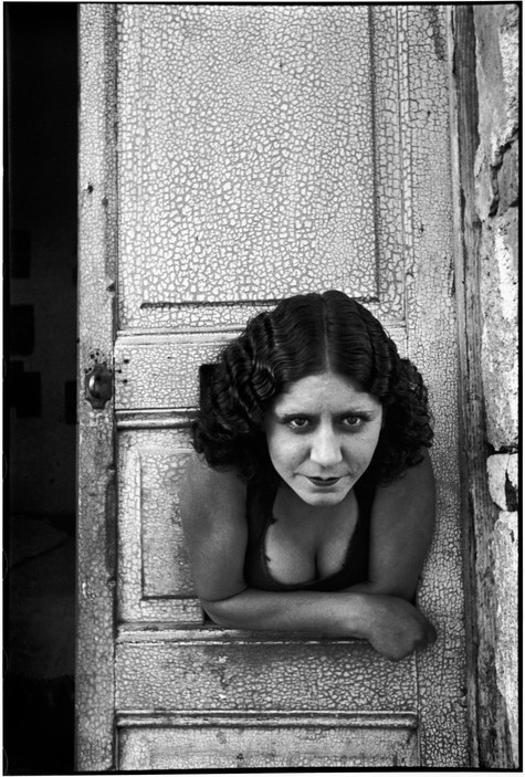 MEXICO. Mexico City. Prostituées. Calle Cuauhtemoctzin. 1934. Woman looks like a Key. Henri Cartier-Bresson