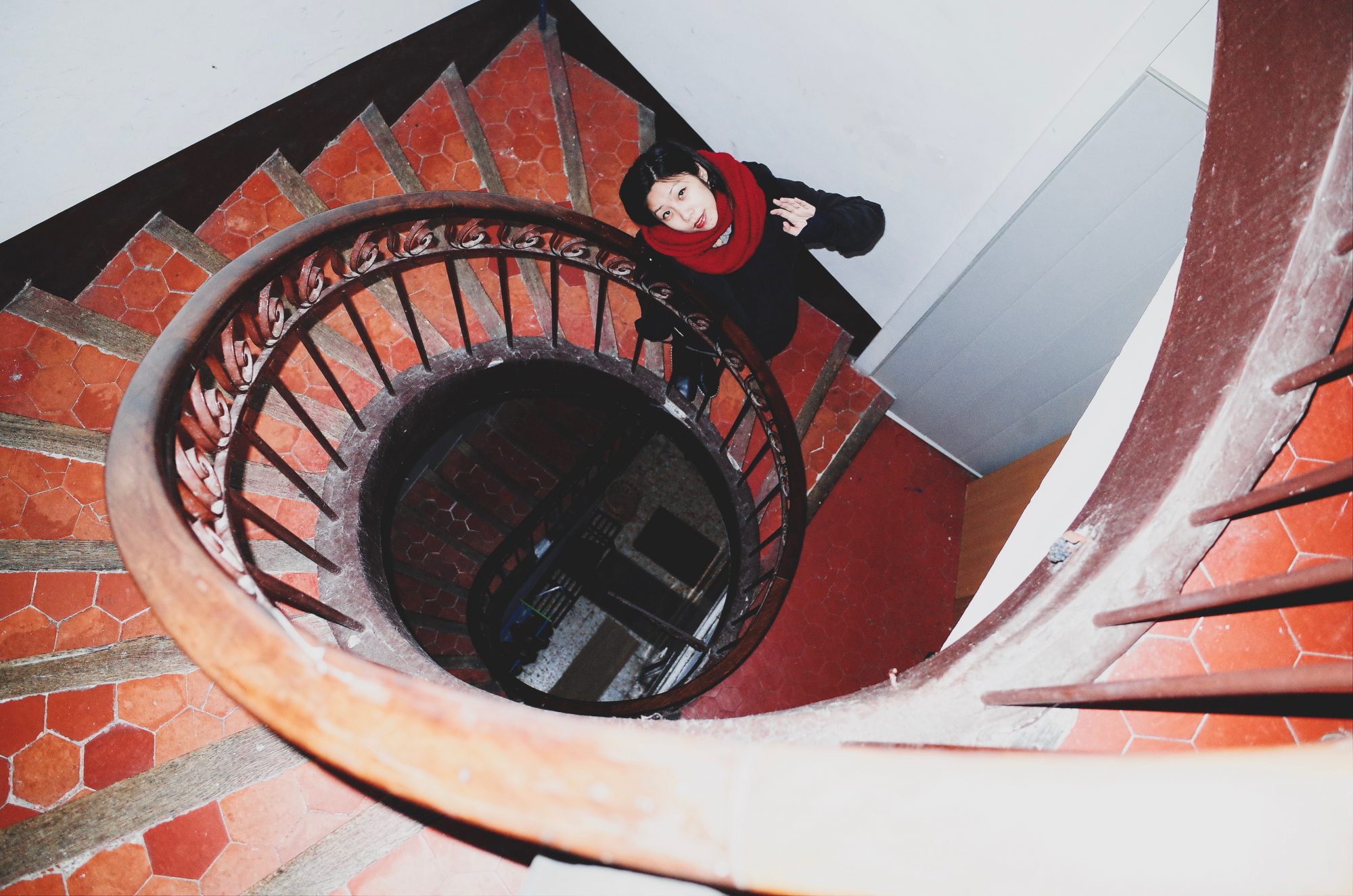 Cindy and spiral staircase. Marseille, 2017