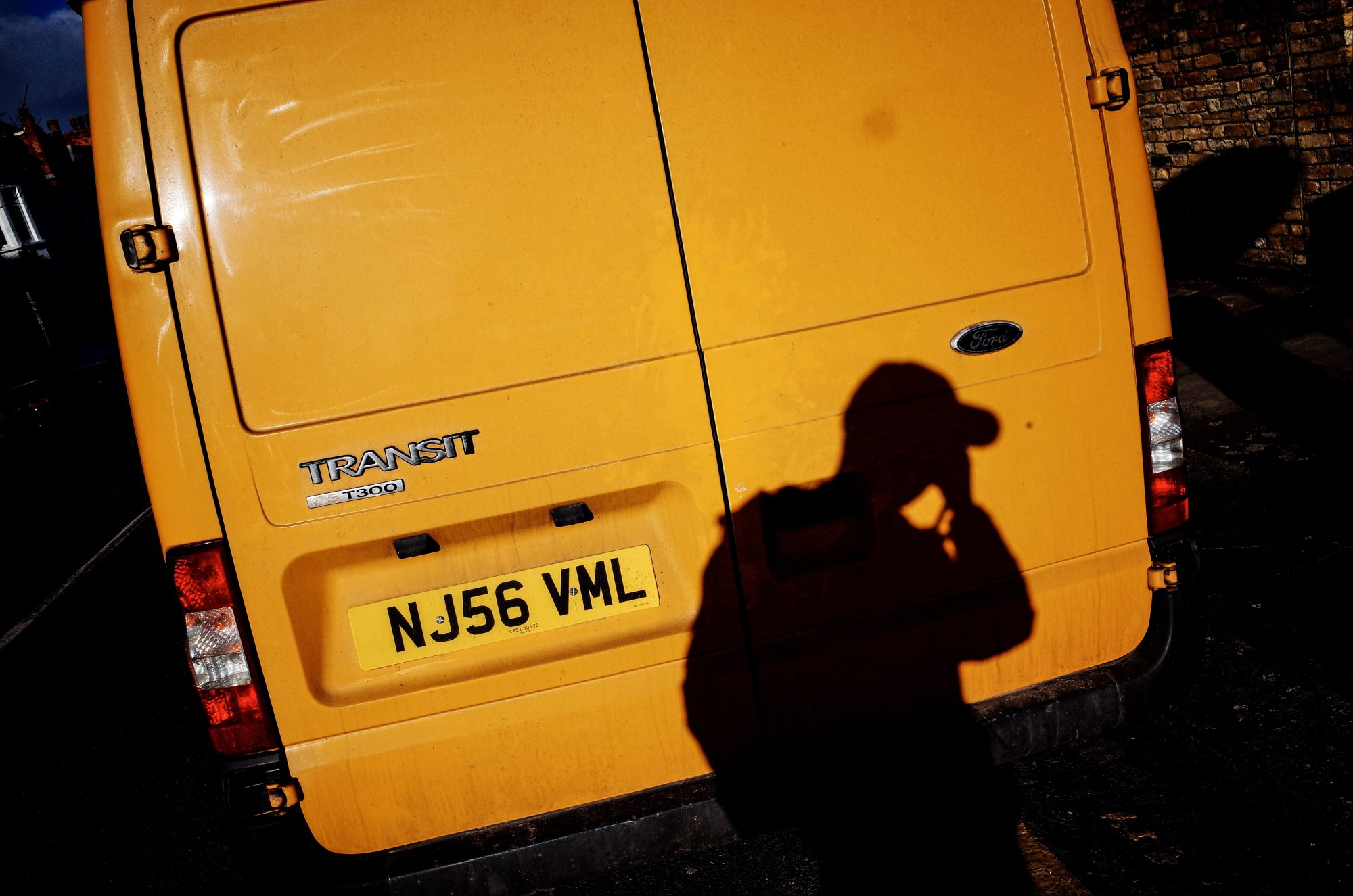 Selfie and yellow truck. London, 2018