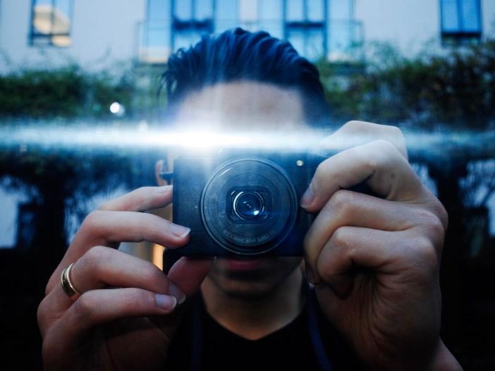 Ricoh selfie flash. London, 2018