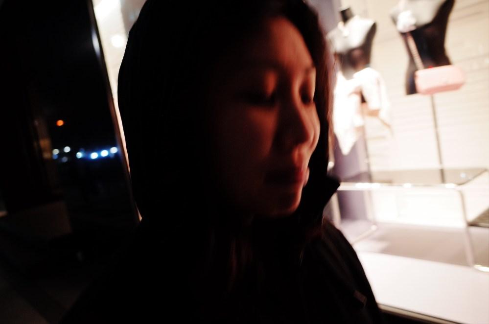 Walking and blurry Cindy. Osaka, 2018