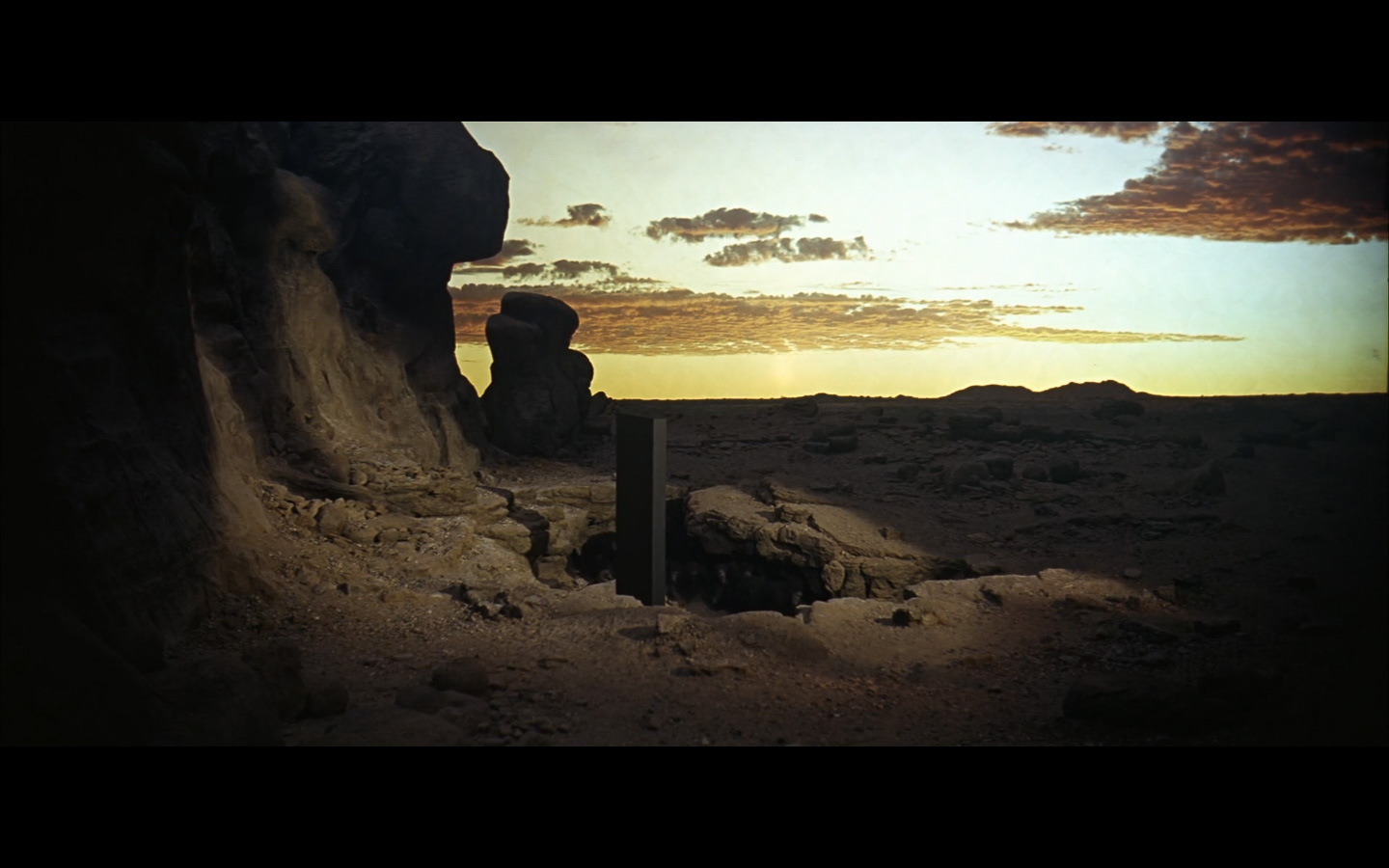 2001 Space Odyssey Cinematography-26- cross