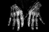 eric kim street photography black and white hands hanoimonochrome -0005801