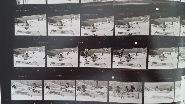 MARTINE FRANCK - contact sheet- boy by pool4