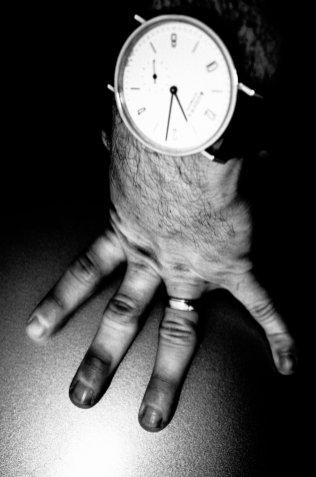 eric-kim-black-and-white-street-photography-hanoi-0012076-1 kevin hand