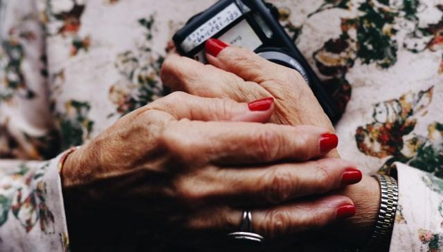 hands fingernails phone Pentax 645z