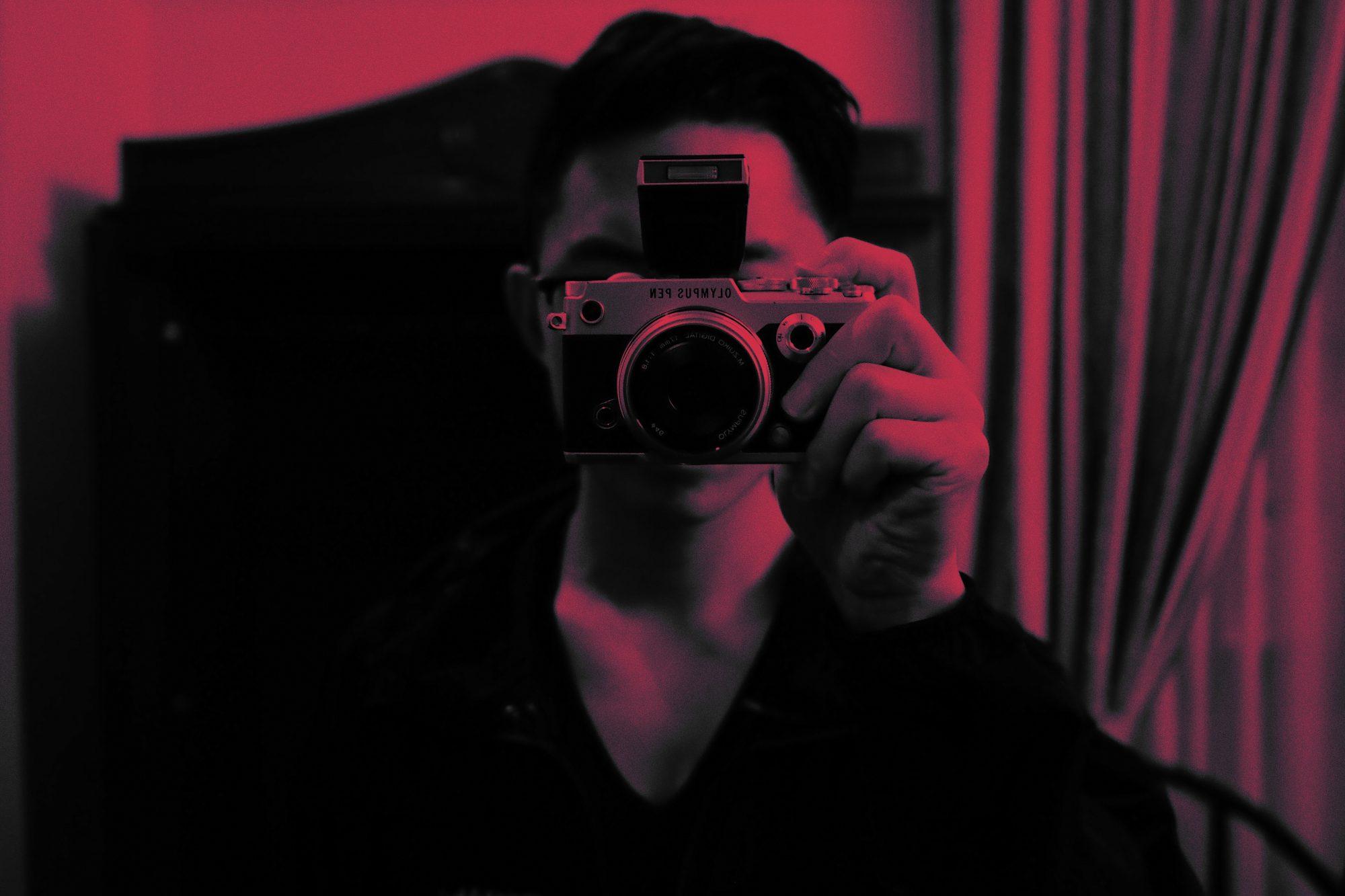 Eric Kim selfie red