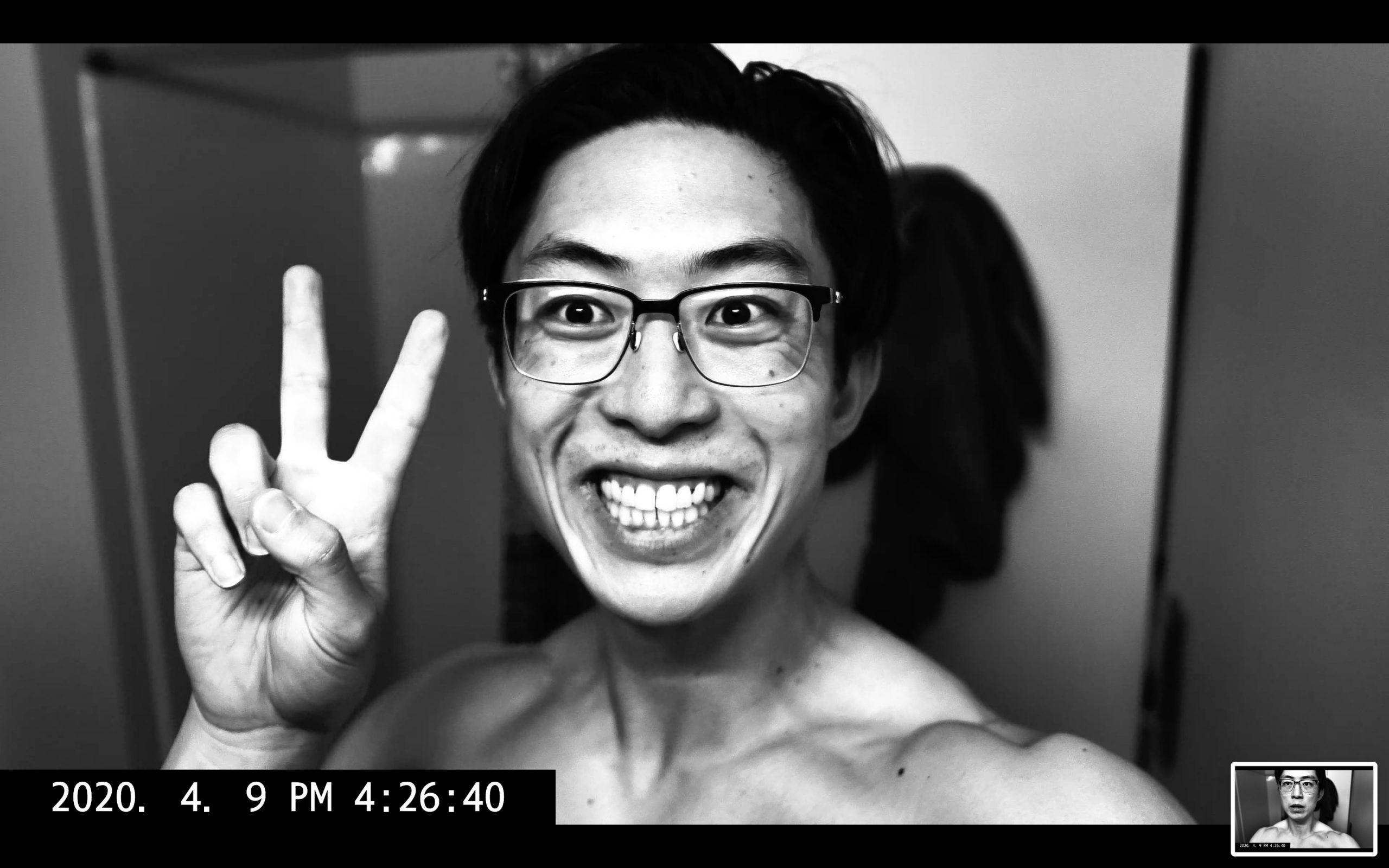 selfie peace ERIC KIM muscle flex 4k screenshot 00059
