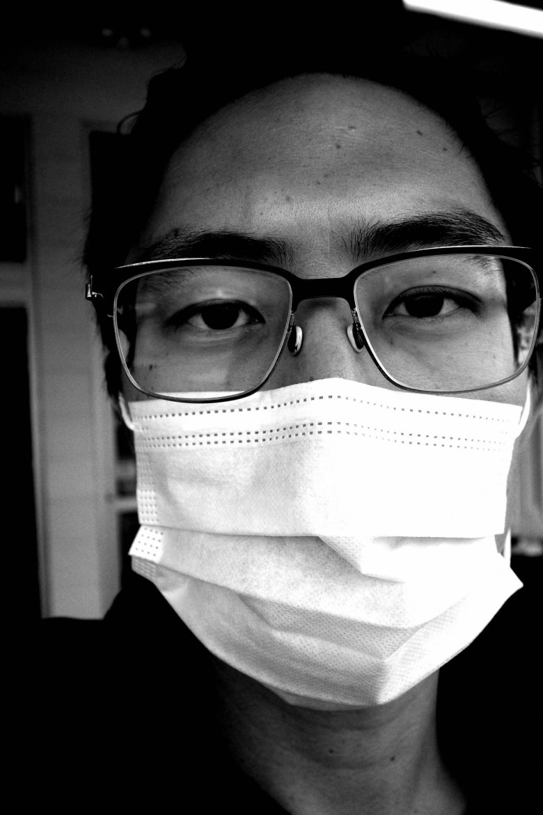 face mask selfie ERIC-KIM-photography-covid-grocery-store-00002-scaled