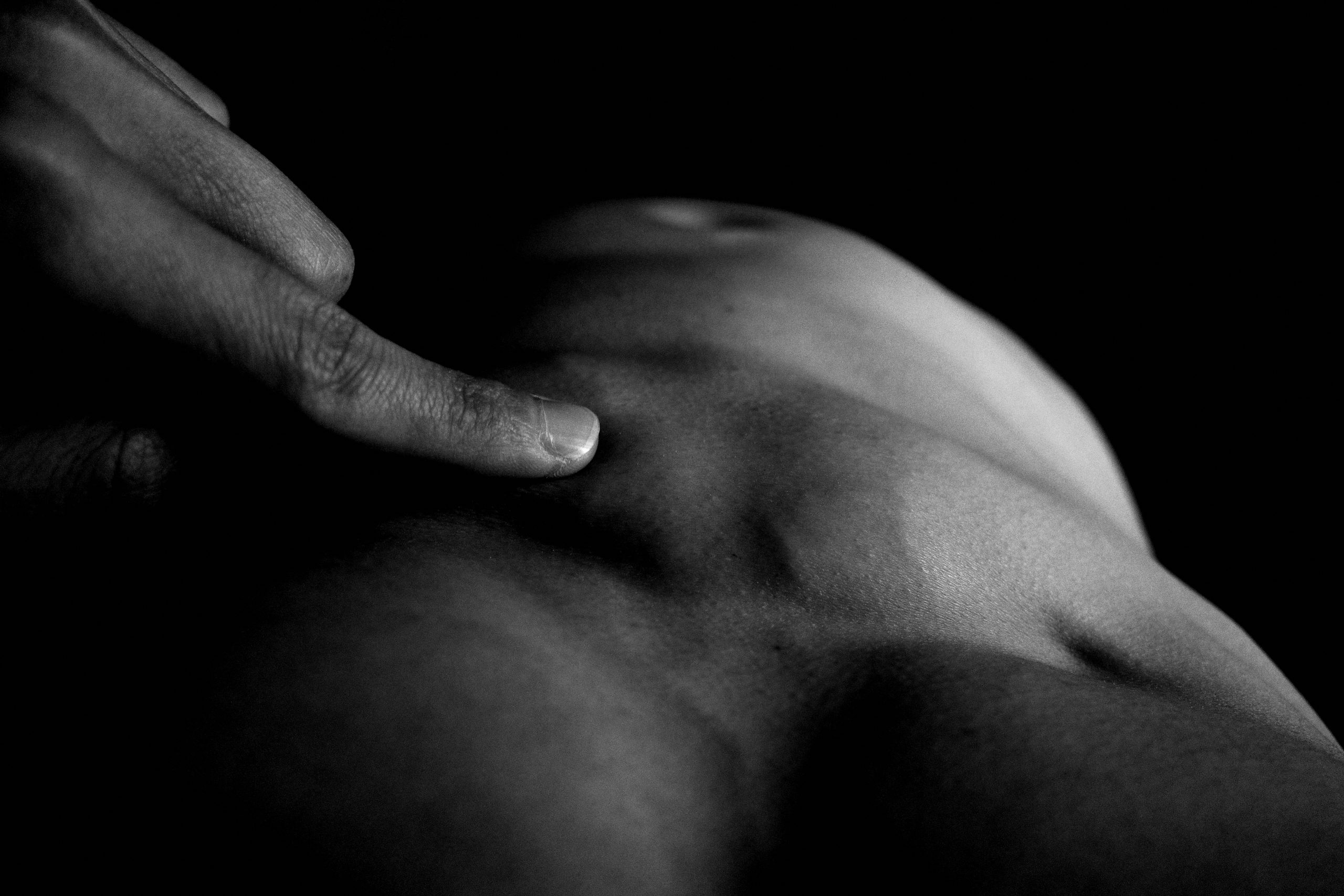 finger touch abs muscle ricoh gr iii ERIC KIM 00031