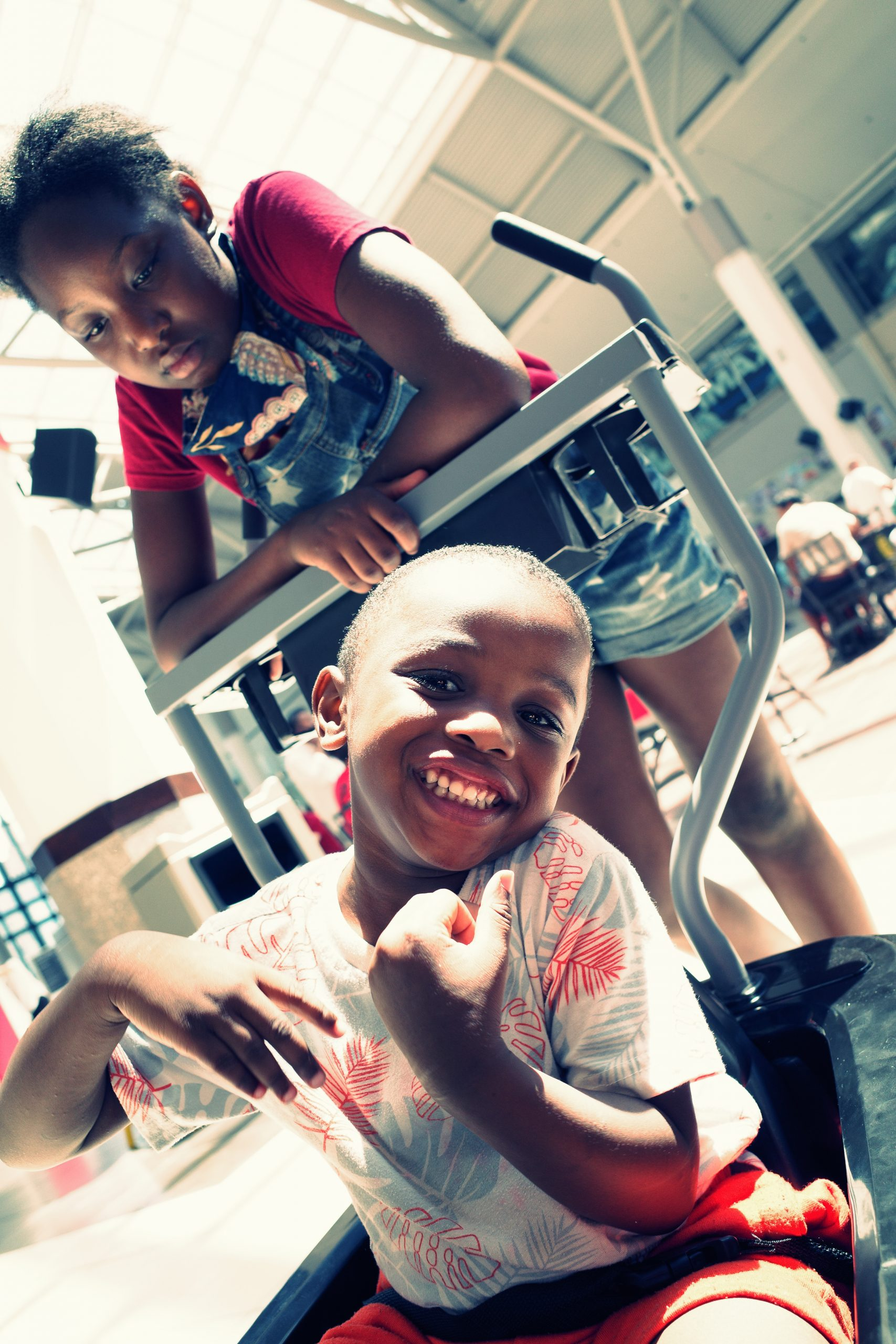Laughing kids street photography mall ERIC KIM Ricoh GR iii