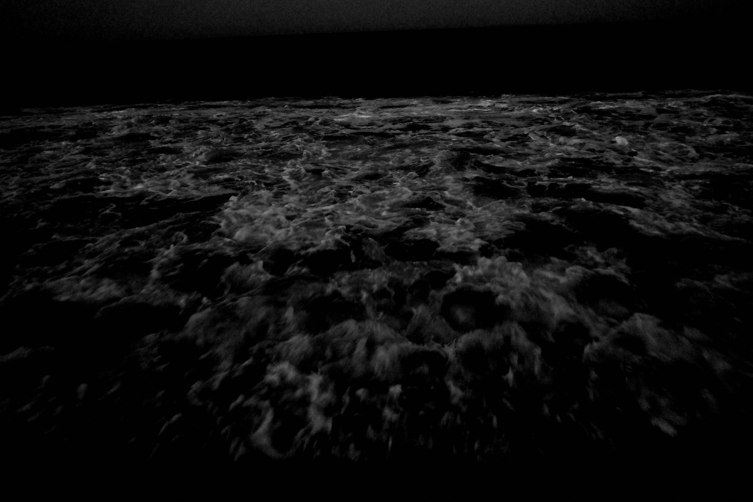 EK065099 OCEAN water waves