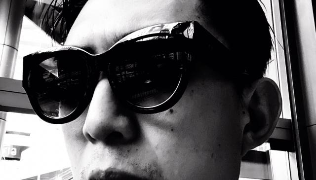 selfie ERIC KIM sunglasses